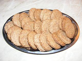 biscuiti, biscuite, biscuiti cu tarate de ovaz, biscuiri de casa, dulciuri, biscuiti cu scortisoara, biscuiti digestivi, biscuiti cu unt, deserturi, biscuiti cu cereale, biscuiti cu ovaz, biscuiti crocanti, retete cofetarie, retete patiserie, prajituri, biscuiti fragezi, biscuiti cu lapte, aluat de biscuiti, cum facem biscuiti de casa,