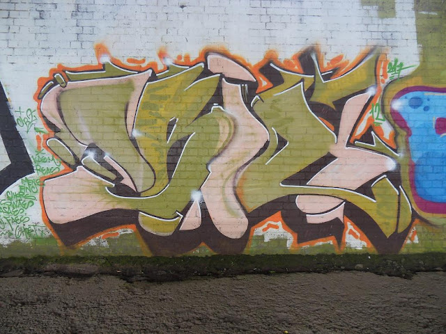 Weird Melt Style Graffiti-Brown-Skin