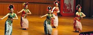 Tari-Yapong-merupakan-suatu-bentuk-tarian-dari-Jakarta