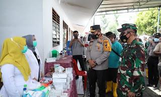 Pantau Posko Korban Banjir di Kantor Desa Tanjung Selamat, Kapolda Sumut dan Pangdam I/BB Cek Ketersediaan Pangan dan Obat-Obatan