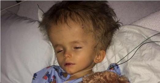 Dès que ses parents le voient à la naissance, ils partent de l'hôpital et ne reviennent jamais. 5 ans plus tard, regardez ce que l'enfant est devenu.
