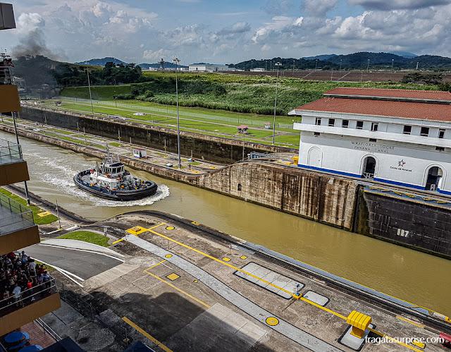 Travessia do Canal do Panamá nas Eclusas de Miraflores