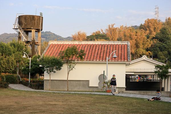 台中霧峰阿罩霧園區本堂公園上百公尺炮仗花牆,休閒好去處