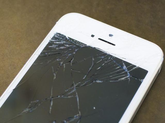 صدق أو لا تصدق ، إذا انكسرت شاشة هاتفك فليس بسببك وهذا هو السر وراء ذلك