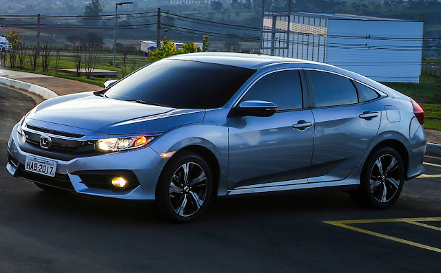 Honda Civic EXL -  R$ 3.410 mais que o Citroen C4 Lounge Shine