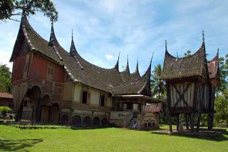 Kepemilikan dan Penguasaan Tanah Adat di Minangkabau