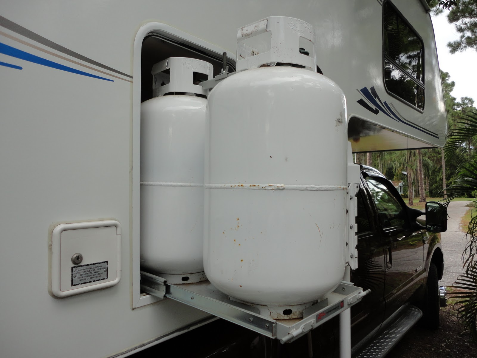 2005 Lance Camper For Sale Awning Dual Propane Tanks And