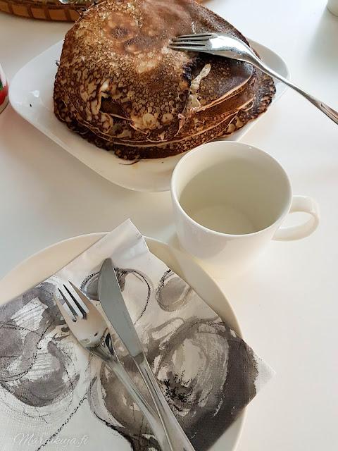 lettu lätty lettukestit kesäloma kesä keittiö pyöreä pöytä herkku