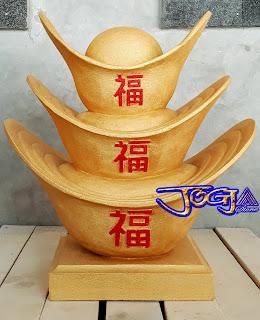 Ukiran Uang emas cina bentuk prau dengan nama kimpo atau istilahnya kim-goan-po yang dibuat dari batu alam paras jogja / batu putih