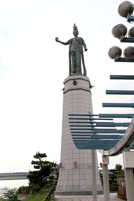 龍女神像(りゅうじょしんぞう)<堺市堺区 大浜>