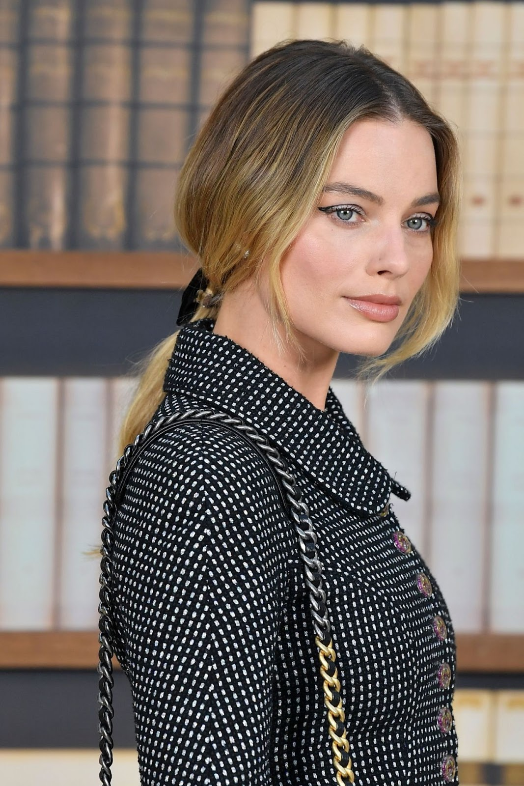 Margot Robbie – Chanel Haute Couture Fall/Winter 19/20 Show at Paris Fashion Week