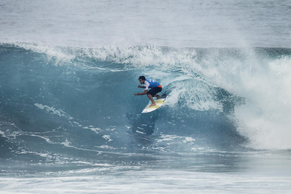20 Keanu Asing Billabong Pipe Masters Fotos WSL Kelly Cestari