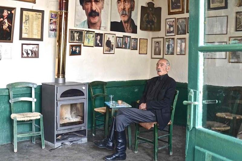 """Το καφενείο του Γρυλιού: """"Πλατεία του Συντάγματος"""""""