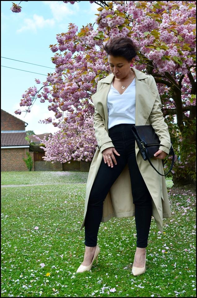Classics, Clutch Bag, Falbany, Fashion, Frill, Garderoba, Klasyki, Kopertówka, Koszula, moda, Płaszcz, Elegancja, Klasa, Nude Heels, Shirt, Styl, Szpilki Nude, trench, Wardrobe, Blog Modowy Puławy, Adriana Style Blog, Moda