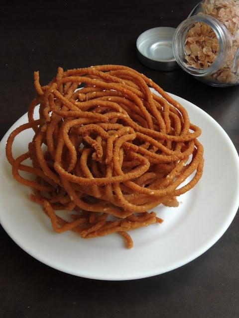 Sivappu Aval Murukku, Red Rice Flakes Murukku