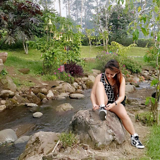 Bobotoh Cantik Oline Foto Dengan Gaya Seksi Untuk Persib