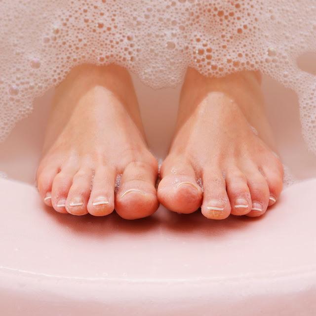 tremper les pieds dans les sels