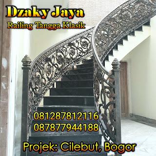 Contoh railing tangga klasik proyek rumah mewah klasik di Cilebut, Bogor.