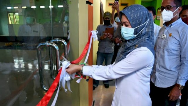 Bupati Luwu Utara Meresmikan Gedung Pemuda Dan Olahraga Desa Pince Pute Kecamatan Malangke