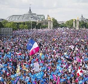 França Acusada de Brutalidade Policial Contra Manifestantes do Casamento Tradicional