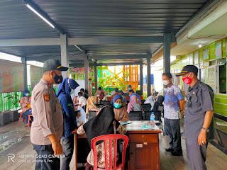 Semarak Memperingati Hari Bhayangkara Ke-75 Polsek Pulau 9 Polres Sinjai Gelar Vaksinasi Massal