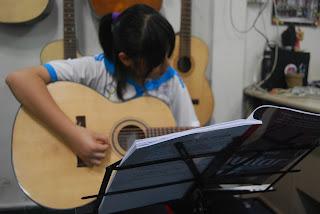 Dạy Đàn Guitar Cho Thiếu Nhi