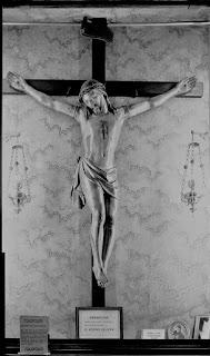 Crucifixo na casa dos Giannini, em Lucca, Itália, que milagrosamente ganhou vida e abraçou Santa Gemma