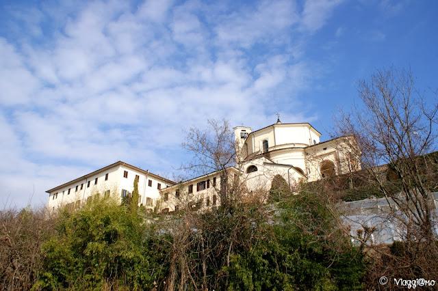 Il Santuario della Madonna dei Laghi si affaccia sui Laghi di Avigliana
