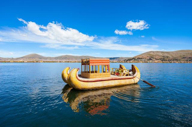 Caballito de totora en Lago Titicaca