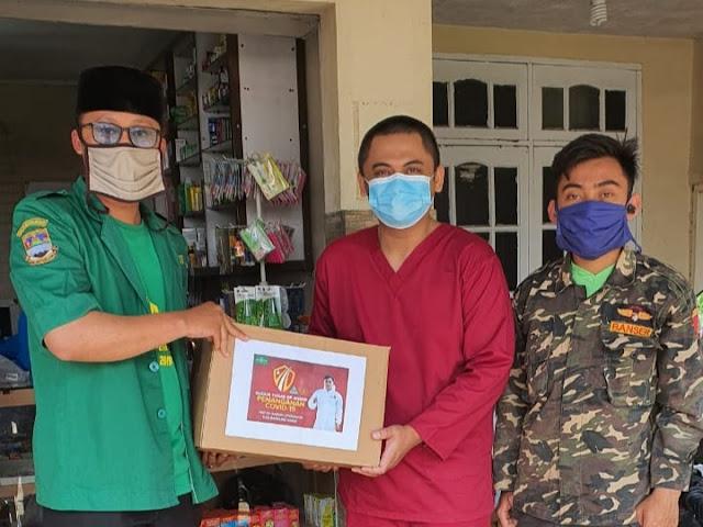 GP Ansor Cipongkor Salurkan Bantuan Alat Pelindung Diri untuk Tenaga Medis