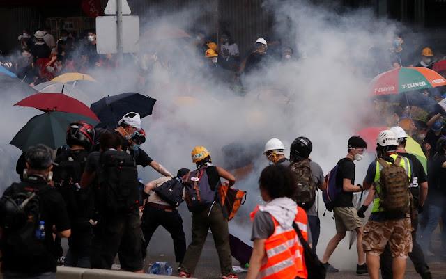 Mais 16 detidos após confrontos entre polícia e manifestantes em Hong Kong