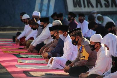 Kapolres Lobar Gelar Sholat Idul Adha 1441 H di Mapolres Lobar