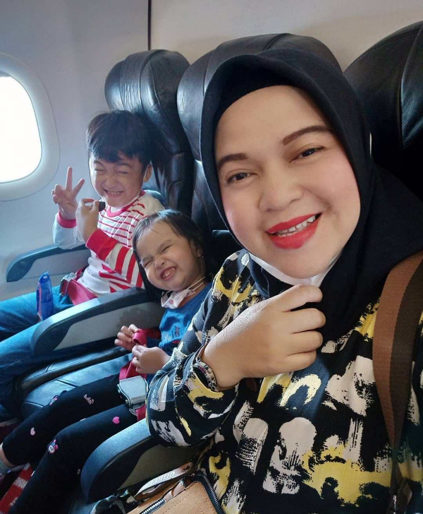 Indonesia plane crash – Mum's heartbreaking last post before she boarded Boeing 737 with children