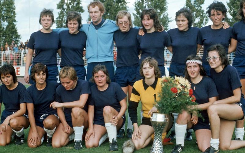 TuS Wörrstadt vence o primeiro campeonato  alemão em Mainz contra o DJK Eintracht Erle por 4-0 (Witters/Hans Dietrich Kaiser)