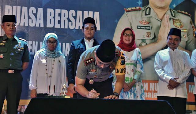Kapolres menandatangani pernyataan sikap Pilkada damai