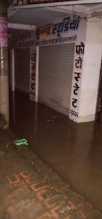 केराकत : सरकारी तंत्र के निकम्मेपन से दर्जनों व्यापारियों का हुआ लाखों का नुकसान, दुकानों में घुसा नाली का गंदा पानी   #NayaSaberaNetwork