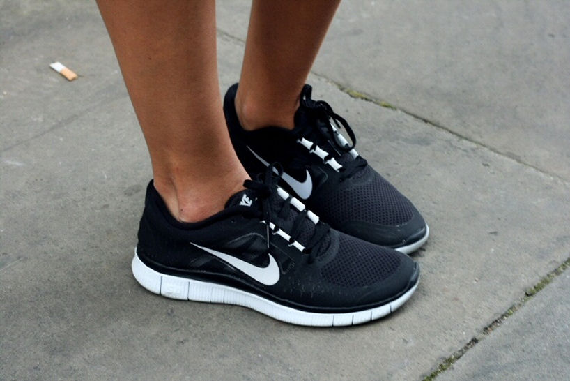 Nike shoes, Nike, Nike Free Run, Nike shoes street style, Nike free run style, Nike shoes fashion, nike shoes styling, how to wear nike shoes, how to wear nike free runs