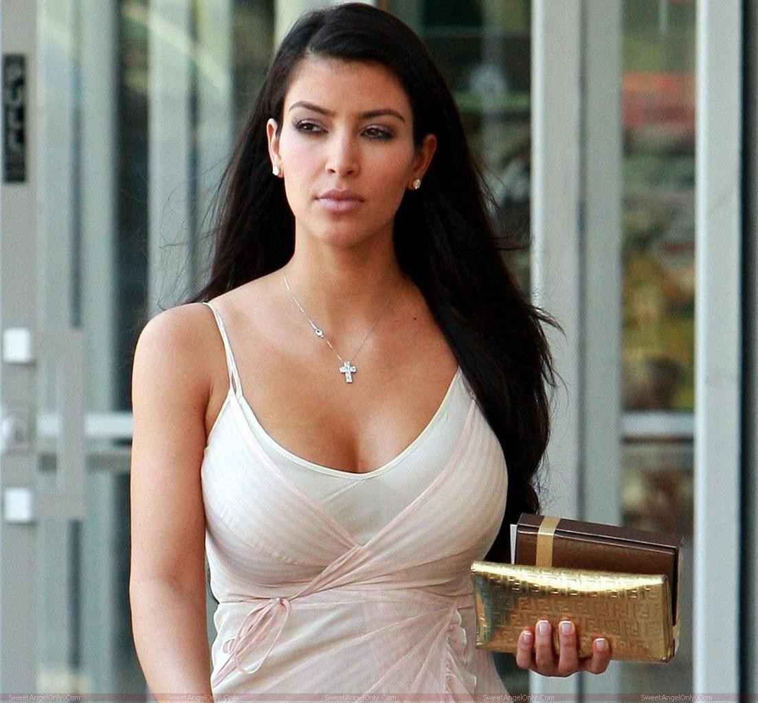Kim Kardashian Latest Hot Pics-3671