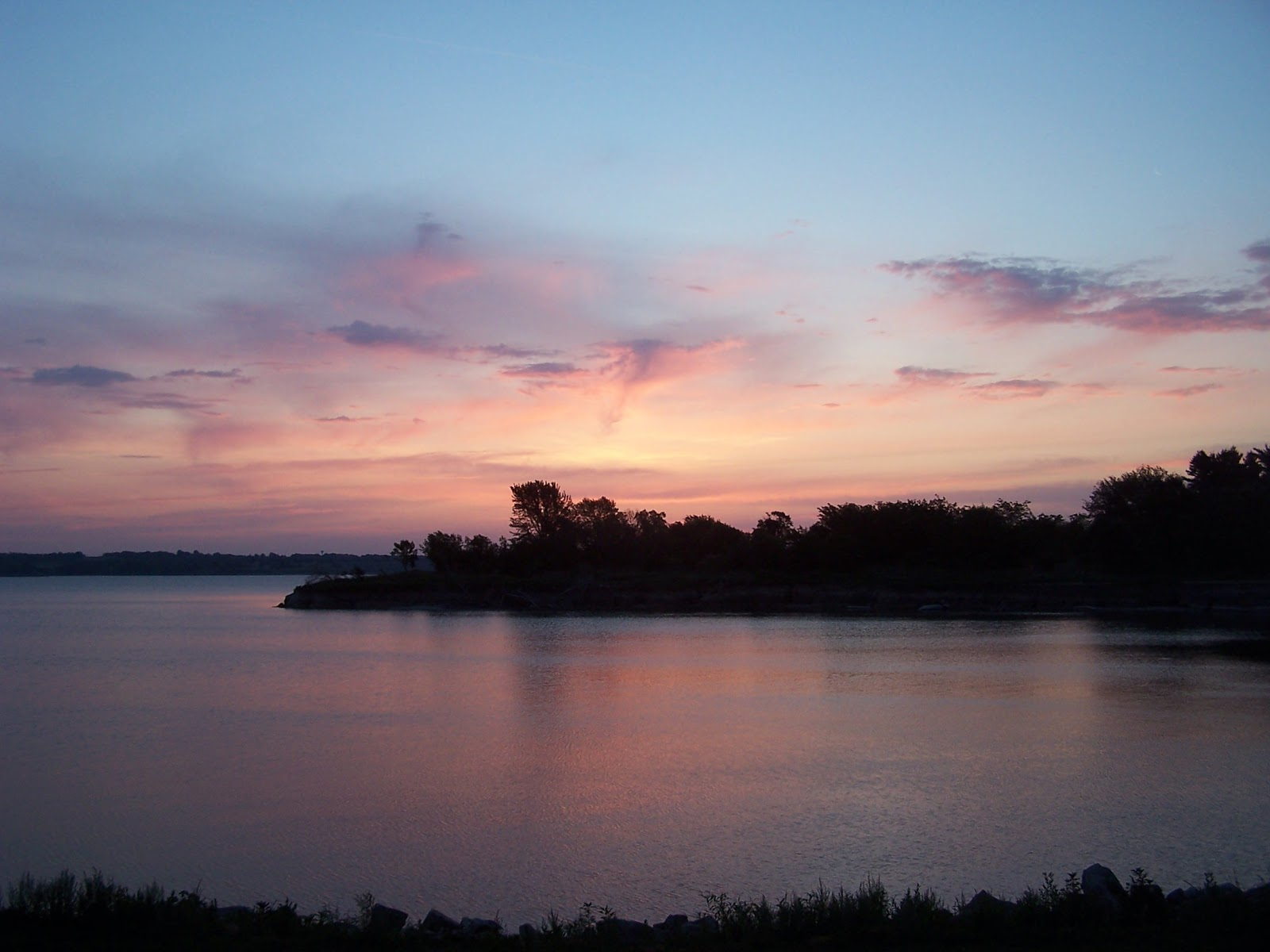 New Horizons Rv >> Bruce and MarySue's Thoughts and Adventures: Milford Lake ...