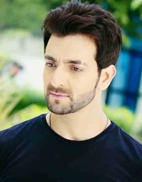 Vineet Raina sebagai Lakshya Pradhan
