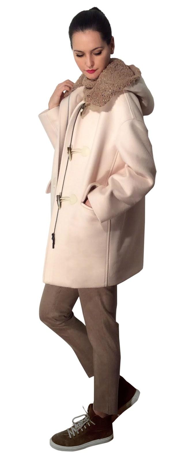 Il Lanificio Luigi Colombo presenta tra i punti forti della collezione il  Montgomery in cashmere double con cappuccio in bouclè. bd50af4379b