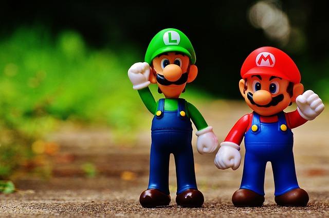 masih Ingat dengan game Super Mario Bross di Game Nintendo Jadul? Beberapa hal ini pasti masih teringat oleh anda yang dulu pernah bermain game ini:     1. Mario dan Luigi  karakter di dalam game Super Mario Bross jadul ini pasti masih teringat oleh anda, karena bentuknya simpel.      2. Bata  Ciri khas dari game ini adalah bata, bata yang disundul oleh karakter Mario bisa saja terdapat sesuatu item yang bisa menambah kekuatan si Mario.     3. Musuh  Musuh-musuh di Super Mario ini ternyata punya nama lho, dan beberapa diantaranya pasti sering membuat anda jengkel kalau mereka muncul.     4. Jamur  Jamur merupakan salah satu item yang bisa membuat Mario jadi besar jika yang berwarna corka kuning dan merah, hal ini membuat di karakter bisa menghancurkan bata. Adalagi jamur yang berwarna corak hijau yang bisa menambah 1 nyawa dari karakter.      5. Bunga  Seringkali kalau karakter mario sudah menjadi besar, kita bisa mendapatkan bunga dan Mario bisa bertransformasi jadi bisa menembak.     6. Bintang  Ini item paling sangar, karena kalau kita dapat bintang pasti monster-mosnter pada lewat, tapi hati-hati karena waktunya terbatas, jangan sampai durasi nya habis tapi karakter anda menyentuh ke monster.    7. Musik  Ya tentu saja di game manapun , musik sering mengingatkan kita pada gamenya, salah satunya musik dari game ini mulai dari stage pertama, menuju ke bawah tanah, berenang dan menghadapi boss musiknya masih saja diingat oleh penulis.   8. Bendera  Masih ingatkah anda saat mario akan berganti stage, nah ini adalah salah satu bagian dari game yang menegangkan, apakah anda bisa menggapai bendera dengan nilai tinggi atau malah kurang pas saat melompat.     9. Pipa  Di setiap world yang kita jelajahi pasti akan ada pipa yang muncul tumbuhan yang bisa membuat game over ketika tersentuh. Selain itu beberapa pipa merupakan jalan pintas .     10. Koin   Salah satu item yang jika kita ambil akan ada bunyi klling kling.    11. Waktu  Selain harus menghindari rintangan sampai