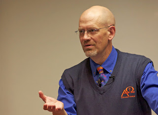 Dr James White sarjana Kristiani