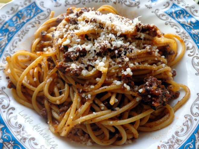 Whole-wheat spaghetti Bolognese by Laka kuharica: Italian classic with extra fiber, vitamins and minerals.