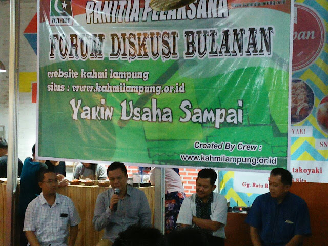 Gagasan Membangun dari Kampung Pada Diskusi KAHMI Lampung