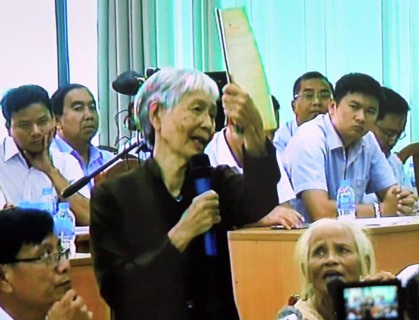 Bà Linh trình bày ý kiến