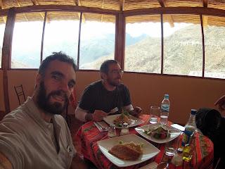 Intervalo para o almoço nas Salineras de Maras / Peru.