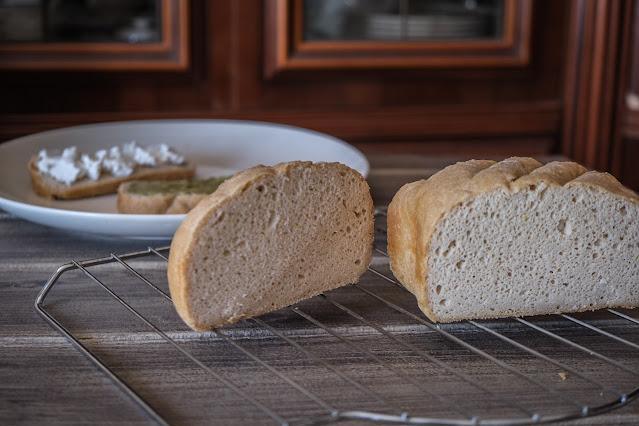 Pane senza glutine con la macchina del pane