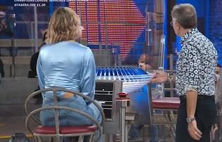 vanessa covaci abbigliamento jeans Avanti Un Altro 4 maggio