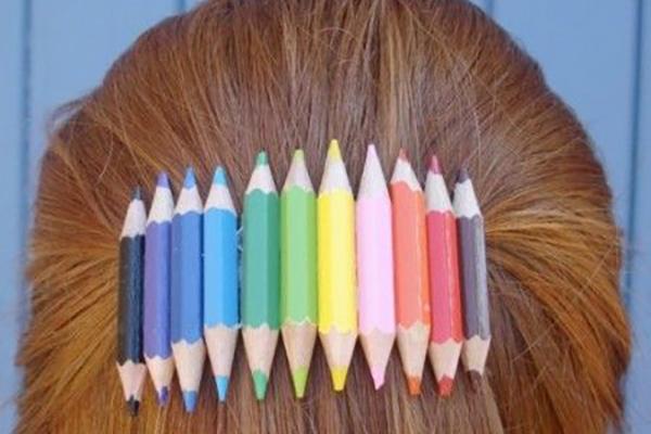 заколка цветных карандашей